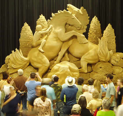 Fighting Stallions Sand Sculpture